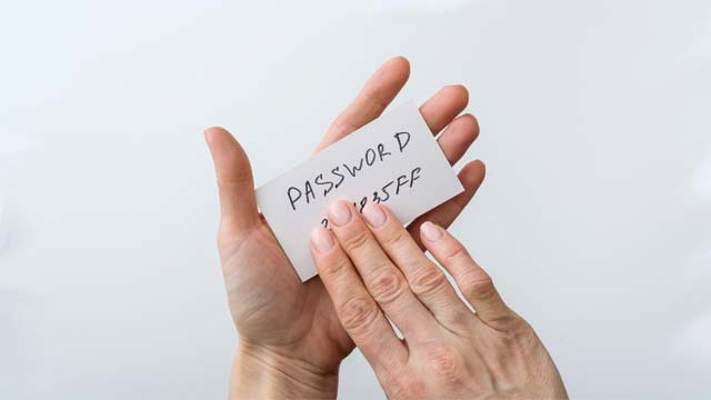 Keep strong password Windows 10 Hardening